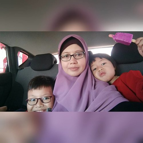 Punya anak satu, dua, tiga, empat, dst..yang penting sehat & soleh solehah.  Hijab by @nabnib.id  #clozetteid #hijab #momlife #momblogger #masihbanyakPR