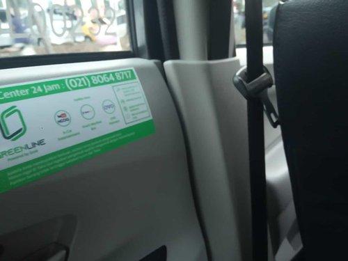 Baru pertama kali nyobain taksi #greenline dari @grabid . Hampir sama dengan taksi pada umumnya, ber-AC dan pakai argo. Tapi ditambah fasilitas vending machine dan tablet. Yang seneng anak-anak dong karena bisa nonton kartun kesayangan di tablet yang ada di taksi. Pesennya bisa pakai aplikasi atau di pangkalan yang ditentukan.  Pengalaman naik taksi Greenline saya ceritain di blog. Mampir ya!  https://www.petualanganzara.com/2019/12/pengalaman-naik-taksi-grab-green-line.html?m=1  #grab #grabindonesia #taksi #taksionline #transportasi #transportasiindonesia #clozetteid #lifestyle #lifestyleblogger #updateblog #taksigreenline