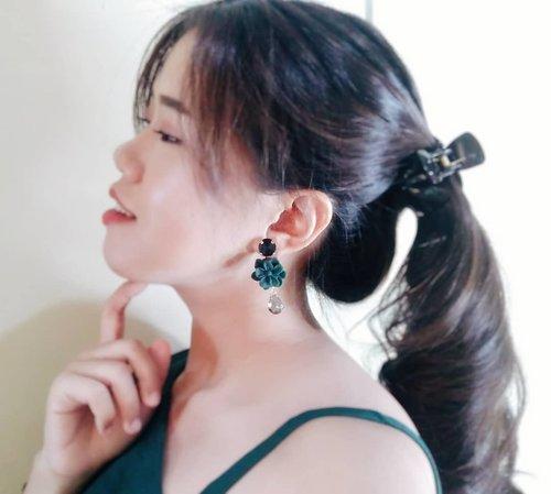 Wearing pretty earrings from @de_levins ❤ Look classy but still cute😊 . . #ClozetteId #earrings #accessories #jewellery #charis #charisceleb