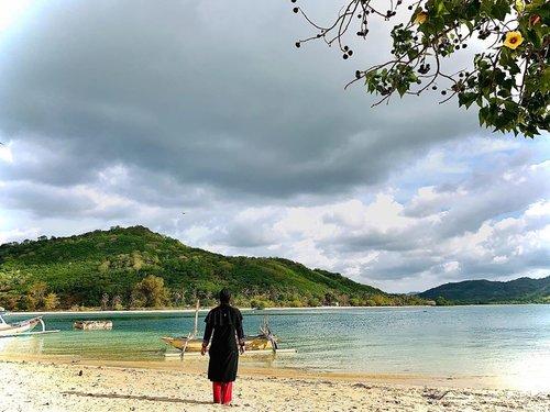 Beneran deh belum move on aku tuh. Masih kebayang-bayang sama pemandangan langit di Lombok, penampakan bawah laut di Gili Nanggu, suasana di Gili Kendis, dan suasana santai di Gili Sudak. Masyaallah tabarakallah.....semua sempurna dengan segala kondisinya. Semoga dikasih rejeki untuk kembali lagi, aamiin. #clozetteid#indonesianfemaleblogger#bloggerperempuan#bloggerperempuannetwork#traveller #familytraveller #visitlombok#wonderfulindonesia