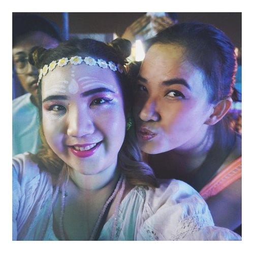 Edisi dibuang sayang 🙃 @ephayz . . Photobombed by @dannyrizal🙄 . . #wtf2018 #wethefest2018 #musicfestival #festivalmakeup #beautyblogger #indonesianbeautyblogger #clozetteid #fdbeauty #beautyjournal