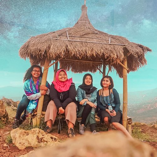 Udah lama nggak yaa... 😏  #street #livefolk #vacation #instadaily #earth #traveling #weekend #friendship #wonderlust #throwbackthursday #travelblogger #picoftheday #friends #travelmate #westjava #vintage #hijab #photoshoot #indonesia #walk #explorebandung #photooftheday #travel #photography #outdoors #throwback #milkyway #clozetteid #girl
