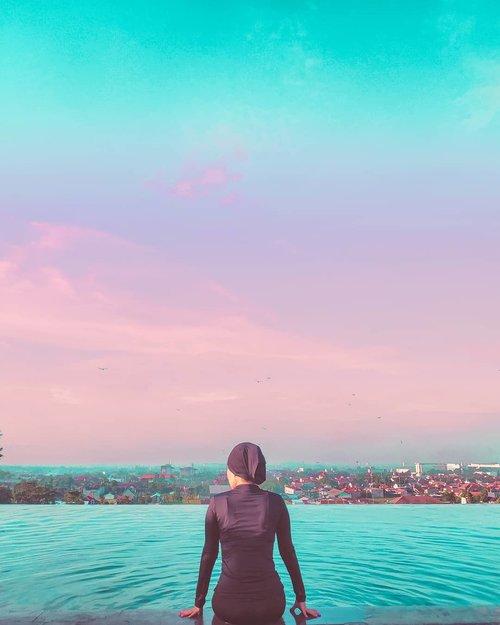 Akhirnya bisa berenang di sky pool juga. 😌  Tertanda, Aku yang nggak kesampaian berenang di sky pool KL kemarin karena masuk angin.  #hijab #clozetteid #staycation #livefolk #travelblogger #instadaily #yolo #swimming #vintage #city #skypool #vacation #instatravel #picoftheday #travel #travelgram #wonderlust #explorejogja #yogyakarta #photoshoot #traveling #visitjogja #sky #photooftheday #building #sunday #photography #outdoors #throwback #sunrise