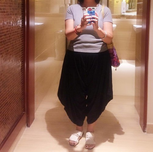 Because nothing is more fun than taking a selfie in front of big mirror #clozetteid #ootd  #cullotepant #flatshoes #iphone5s