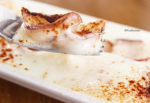 Pulpo a fiera con espuma de patata , garlic octopus with potato foam and spanish smoke beef papika powder .  Price rp.80.000  #clozetteid #foodie #foodiejkt #makanenak #kulinercantik #kulinerjakarta #foodiegram #foodporn #foodiegram #gastromaquia #gastromaquiajkt #kulinerjakarta  #foodblogger #foodbloggerjkt #jakartafood #jakartafoodies