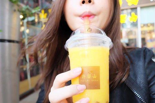Superrr sekaleeee my favorite drink ada disinii... hui lao shan!! Super mango.. super lezatoo... gara2 ini makananku ga abis 😝 minuman wajib kalo ke hk/china.. #huilaoshan #huilaushan #mango #mangoes #idfoodblogger #foodblogger #foodbloggers #foodtraveler #shanghai #shanghaifood #shanghaifoodie #clozetteid #china #nanjingroad