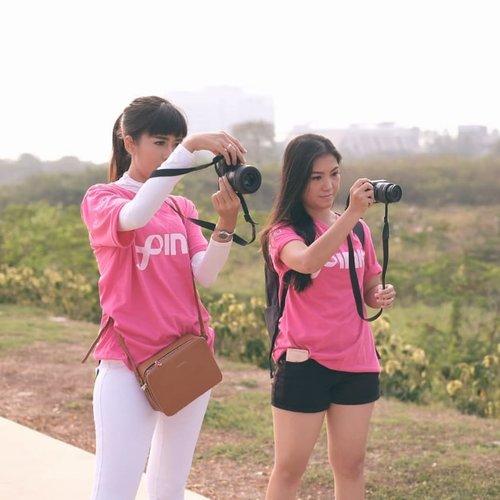 """. Swipe untuk keseruan acara Indonesia Goes Pink 2018 hari ini!! Kami sudah menunjukkan kepedulian kami akan pentingnya #BreastCancerAwareness dimana saat ini Kanker Payudara merupakan penyakit pembunuh wanita No.1 Yuk, jgn cuma tanya """"koq bisa sih kena kanker?"""" """"Yang sabar yaaa.."""" dsb karena mereka ga butuh itu, yg survivor butuhkan adalah action kita untuk bisa mendampingi, mendukung dan tentunya melakukan SADARI dan SADANIS untuk membantu mencegah kanker payudara stadium lanjut!! Let's fight together 💪 . #sorellaxlovepink #sorellainnerbeauty #sorellaid #indonesiagoespink2018 @sorellaid @lovepinkindonesia @indonesiagoespink #bloggerslife #anitamayaadotcom #Clozetteid"""