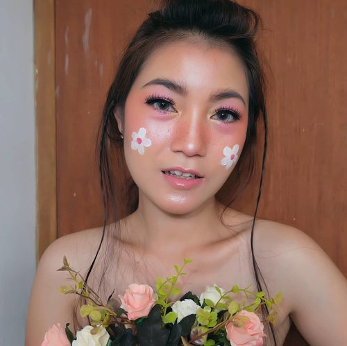 H-2 menuju #Halloween . Sore yg berbunga-bunga 🌼🎃 . #halloweenmakeup #cutehalloweenmakeup #beauty #wakeupandmakeup #beautyblogger #bloggerslife #anitamayaadotcom #ClozetteID