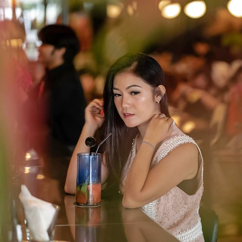 #throwbackthursday Waktu masih bisa jalan2 cafe hopping dan bawa2 fotografer pribadi bareng cik @carnellin.. 😂#anitamayaadotcom #ClozetteID