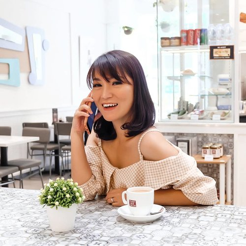 📲 Ring.. Ring... 👩 Who's there?? 📲 It's me, WEEKEND... 😘 👩 I miss you...!! 😘 . 📸 @budiartiannisa #tgif #thanksGod #anitamayaadotcom #bloggerslife #beauty #skincare #lifestyle #ClozetteID