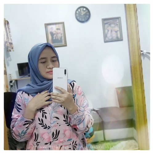 Minta fotoin tapi hasil nya gak bagus, kata paksu aku nya yg gak bisa gaya. kata ku, dia yg gak bisa motoin..ya udah aku selfie sajah 😂🤣.#bloggerindonesia #bloggerlifestyle #beautybloggers #beautybloggerindonesia #bloggercihuy #bloggerkalimantan #bloggerperempuan #emakberdaster #emakblogger #clozetteid