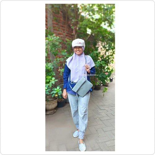 Miss Grey 😂Sebelum CFD yuk mari OOTD dulu, warna abu abu itu netral ya, bisa dipake sama setelan warna apapun, dan abu abu juga bisa mengelabui lemak yang beterbangan wkwkwk, jadi aku suka banget sama warna abu abu, gak lupa pake tas by @dimoutfit23 yang abu abu juga xixixi, tasnya cukup muat buat dompet hape juga handsanitizer. Thank you @dimoutfit23.#kbbvfeatured #hijabersbeautybvlogger #beautybloggerindonesia #indobeautysquad #beautygoersid #beautiesquad #bvloggerid  #beautychannelidtrend #beautychannelid #beautybloggerid #bloggerperempuan #bloggersidoarjo #clozetteid #HOTD #bunnyneedsmakeup #tampilcantik  #ragamkecantikan #hijabersbeautybvlogger #bloggirlsid #bloggirls #beautilosphy #indobeautygram #sbyglamsquad #mystyle #casualstyle #bloggirlsid #setterspace #iniceritaku #hitsbaeofthemonth #OOTD #biarmakinhits #hijabstylehbbv #clozetteid