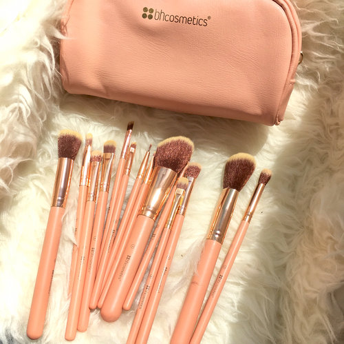 """<div class=""""photoCaption"""">Everything about these brushes are sooo pretty 🌷🌷🌷🌷🌷  <a class=""""pink-url"""" target=""""_blank"""" href=""""http://m.clozette.co.id/search/query?term=brushes&siteseach=Submit"""">#brushes</a>  <a class=""""pink-url"""" target=""""_blank"""" href=""""http://m.clozette.co.id/search/query?term=clozetteid&siteseach=Submit"""">#clozetteid</a>  <a class=""""pink-url"""" target=""""_blank"""" href=""""http://m.clozette.co.id/search/query?term=makeup&siteseach=Submit"""">#makeup</a>  <a class=""""pink-url"""" target=""""_blank"""" href=""""http://m.clozette.co.id/search/query?term=makeupbrush&siteseach=Submit"""">#makeupbrush</a>  <a class=""""pink-url"""" target=""""_blank"""" href=""""http://m.clozette.co.id/search/query?term=motd&siteseach=Submit"""">#motd</a>  <a class=""""pink-url"""" target=""""_blank"""" href=""""http://m.clozette.co.id/search/query?term=bhcosmeticbrushes&siteseach=Submit"""">#bhcosmeticbrushes</a>  <a class=""""pink-url"""" target=""""_blank"""" href=""""http://m.clozette.co.id/search/query?term=bhcosmetic&siteseach=Submit"""">#bhcosmetic</a></div>"""