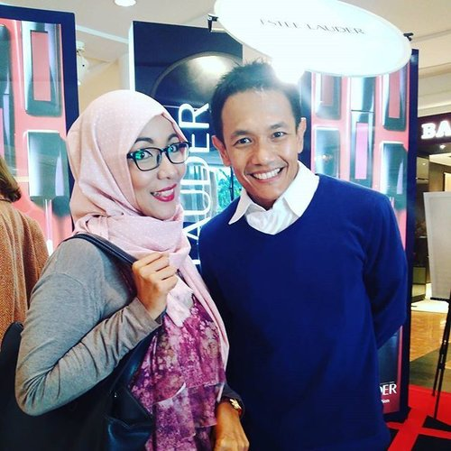 Meet a talented guy in Estee Lauder Indonesia, @erfanharyando . Trust me, he knows fashion so well and definitely knows how to bring smile to people's faces. Glad to meet you! 😘  @clozetteid Estee Lauder Envy Lip Party #clozetteid #ClozetteEnvyYou #lipstickenvy #esteelauderindonesia . Thank you! 😘😘😘