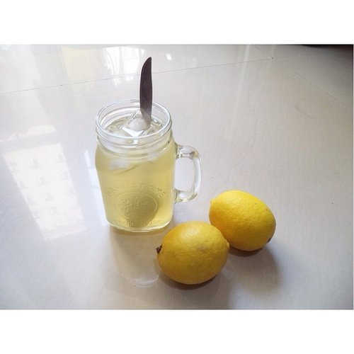 Take this everyday to eliminate gastric acid and maintain health for my diggest. Lemon water + honey! Psssttt I added much sugar sometimes to keep it sweet ☺️ #lifehacks #healthyhacks #beautybloggerid #clozetteid #idbeautyblogger #tipssehat