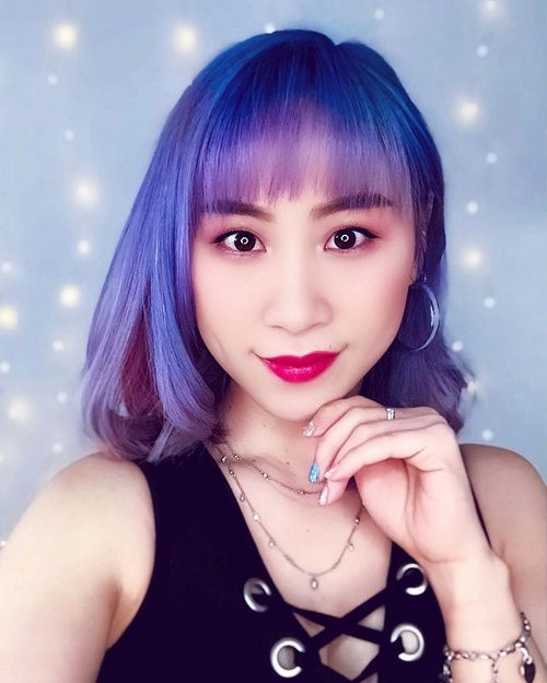 💜💙💜💙 Nebulae 🔮  Hair stylist: @katherineseakx99 @99percenthairstudio  Nail art: @ling_00421  #ladies_journal #hair #haircolor #hairstylist #selfie #clozette #clozetteid #clozetteambassador #hairstyle #haircuts #asiangirls #asian #motd #beauty #makeup