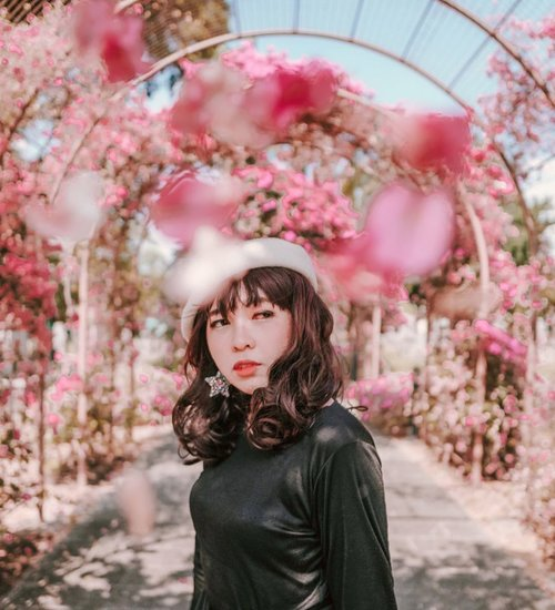 Full bloom 🌸🌸🌸 . . . 📷 @williamiskandar . . . . . #clozette #clozetteid #Singapore #visitsingapore #travel #lifestyle #japanesecemetarypark #portrait