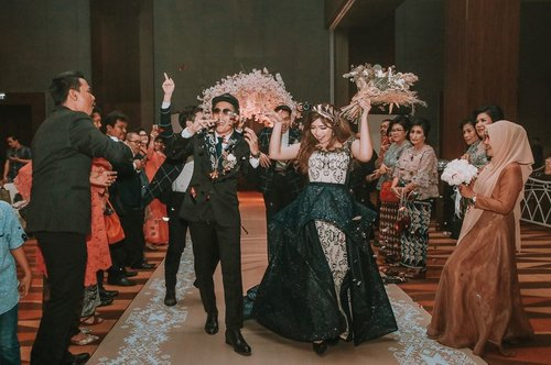 Throwback to our fun wedding entrance  #WILLalwaysloveYU . . Photo by @montage.id  Venue : @santikapremieredyandramedan  Decor : @prettyblossomdecor  Gown : @stellashenn  Suit : @satyagrahaofficial . . . . #wedding #weddingday #weddingentrance #bestweddingentrance #sumbawedding #tenunsumba #clozette #clozetteid