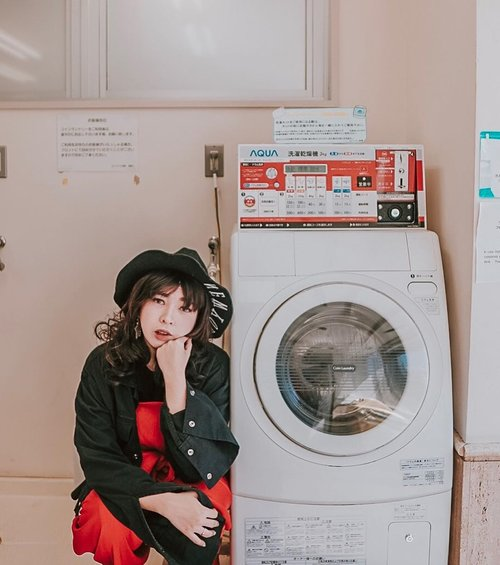 Waiting for my laundry to be done 🧺..📷 @williamiskandar ....#clozette #clozetteid #portrait #lookbook #selfportrait #yunitainjapan #lifestyle #ootd #japan #japanlaundry #explorejapan #wheninjapan