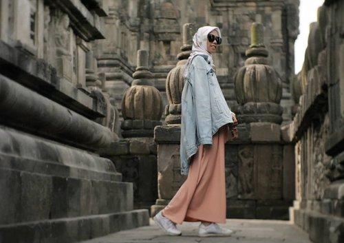 New step for a better life. ..📷 @ariright.......#clozetteID #clozettedaily #travelblogger #Travel #indotraveller #indonesiantraveler #indotravelgram #indotravellers #indonesiantraveller #lifestyle #LifestyleBlogger #indolifestyle #explorejogja #dolanjogja #jogjahits #yogyakarta #candiprambanan #hijabtraveller #travelingwithhijab #travelinstyle #ootd #ootdindo #wonderfulindonesia #pesonaindonesia #lookbookindonesia #lookbook #lookbookindo #diarijourney