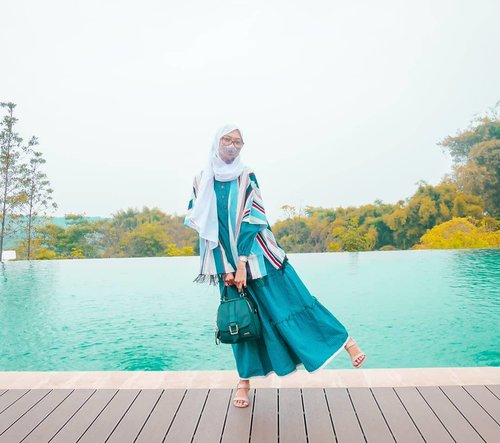 Bisa jalan keluar seneng, apalagi kalo pas nyampe tujuan sepi, enggak banyak pengunjung lain. Tapi jangan abai protokol kesehatan yaa... Tetep disiplin, pakai masker, bawa handsanitizer, tisu basah antiseptik, dll nya.  Semoga minggu mu menyenangkan. Stay safe and healthy 💙 . . . . #clozetteid #DiannoStyle #Life #Lifestyle #travelgram #hijabtraveller #diarijourney #diarijourney2020 #leuweunggeledegan #leuweunggeledeganecolodge #lgebogor #WisataBogor #bogorhits #explorebogor