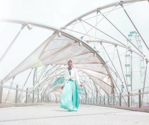 Be grateful in a cheerful day 💃 #Alhamdullilah #mashaaallahtabarakallah 💙 .....#DiannoStyle #Style #lifestyle #lifestyleblogger #travelblogger #hijabtraveller #diarijourney #clozetteid #travelgram #singapore #singaporeguidebook #singaporetravel #singaporeinsiders #exploresingapore #travelsingapore