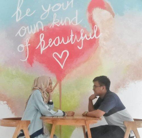 Sweet heart 💖 . . . . . #Diari26 #diarijourney #ceritaDianAri #couplegoals #lifestyle #Moment #Marriage #husbandandwife #clozetteID #clozettedaily #pipedreambandung #traveljourney #travelstyle #coupletraveller