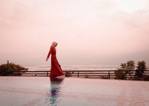 Sore ini ada super snow moon... mashaaAllah.. subhanallah.... . . . . . . . . . . . . . . #clozetteid #clozettedaily #quote #lifequotes #lifestyle #lifestyleblogger #travel #traveler #hijabtraveler #travelblogger #indotravellers #indotravelblogger #travelbloggerindonesia #pesonaindonesia #indonesia #semarang #semarangexplore #exploresemarang #semaranghits #wisatasemarang #elingbening #elingbening_ambarawa #elingbeningsemarang #diarijourney #lumixindonesia