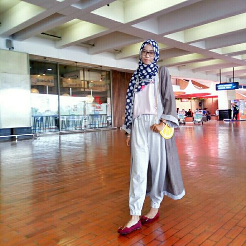 casual travel-look..#ClozetteID #casual #fashion #hijab #starclozetter #hijablook #ootd #travellook #travel