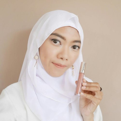 mood of nude with @wardahbeauty exclusive matte lipcream shade no. 03 See you latte, be more flawless 💖.Fashion and beauty are two things which can't be separated off. It makes perfect one another. I do fashion, I do beauty. I learn about fashion, I learn beauty. I write about fashion, and I write beauty too.Life is a long learning process. I always challenge myself to learn something new. Through a real experience watching an internasional fashion week is my biggest chance to learn a lot of valuable things such as fashion, beauty, art, design, and even life.@dianpelangi will bring her masterpiece designs with @wardahbeauty to @singaporefashionweek this weekend. Such an honour for me if I could be a part of her fashion journey and support her directly. I hope this experince would inspire others, as well as @dianpelangi has inspired me and all people around the world. ..#ColorYourLife #DPxWardahForSGFW #WardahFashionJourney #wardahforsgfw .#wardah #wardahbeauty #Clozetteid #clozettedaily #beauty #beautyblogger #fashionblogger #bloggerindo #blogger #wardahexclusivemattelipcream #wardahmattelipcream #beautyenthusiast #indobeautyblogger #motd #makeupoftheday