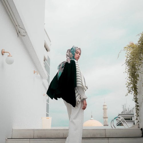 Jadikan hari ini lebih baik dari kemarin, dan akan terus lebih baik untuk besok. #tapfordetails .......#clozetteid #clozettedaily #ootd #hootd #lookbook #lookbookindonesia #fashion #style #lifestyle #blogger #bloggerstyle #lifestyleblogger #fashionblogger #bloggerlife #bloggerindo #bloggerindonesia #indonesianhijabblogger #buttonscarves #ootdhijab #debragabyartotel #DeBragaHotel #HotelBandung #HoteldiBandung #hijabtraveler #hijabtraveller