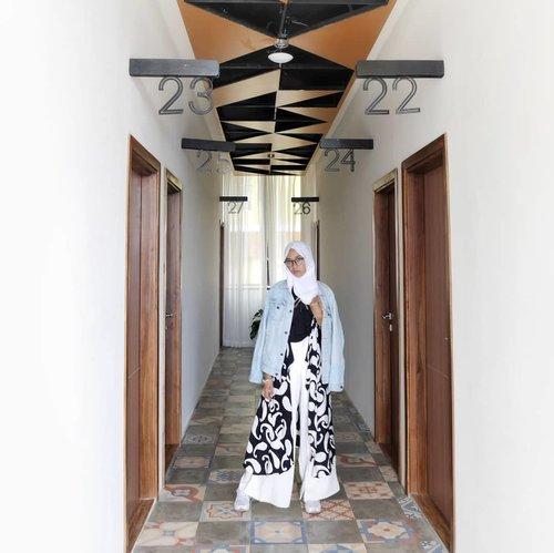 Layering, why not?! .Happy weekend 💙.....#clozetteID #clozettedaily #travelblogger #Travel #indotraveller #indotravelgram #indotravellers #indonesiantraveller #lifestyle #LifestyleBlogger #ootd #hijabootdindo #explorejogja #dolanjogja #jogjahits #yogyakarta #hijabtraveller #travelingwithhijab #travelinstyle #diarijourney #thejourneyhotel #hoteljogja #hotelyogyakarta #ilooknet #lookbook #thejourneyjogja #fashion #hijabootd