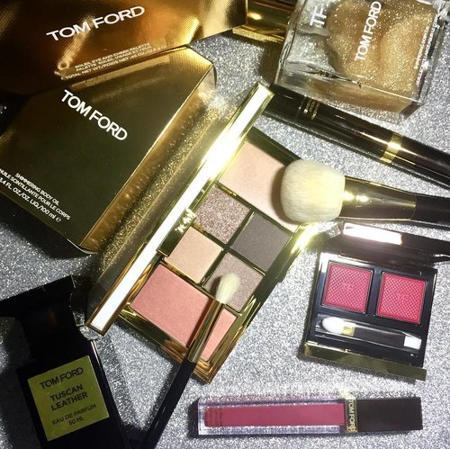 Let's have normal day with #Tomford #tomfordmakeup #Tomfordbeauty It's a peaceful moment when you know what's gonna work well without any doubt. #hetic #tuesday #motherhood #busybee #makeuppost #metime #makeuptalk #clozetteid #clozette #makeupmadness #makeupobsessed #makeuplover #makeupaddict #solarexposure #possession #makeupbrush #bodyglitter #tuscanleather