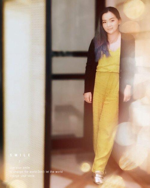 My #yellow series 💛💛💛I won't let the world change the way I #smile 😊😊😊•••📷 @dianatanudihardja •••#behappy #beautyinfluencer #zara #mango #mng #mystyle #myconfystyle #longouter #gucci #happy #precious #moment #happyisdecision #light #sunshine #livingmybestlife#setmefree #beautylover #beautyblogger #clozette #clozetteid