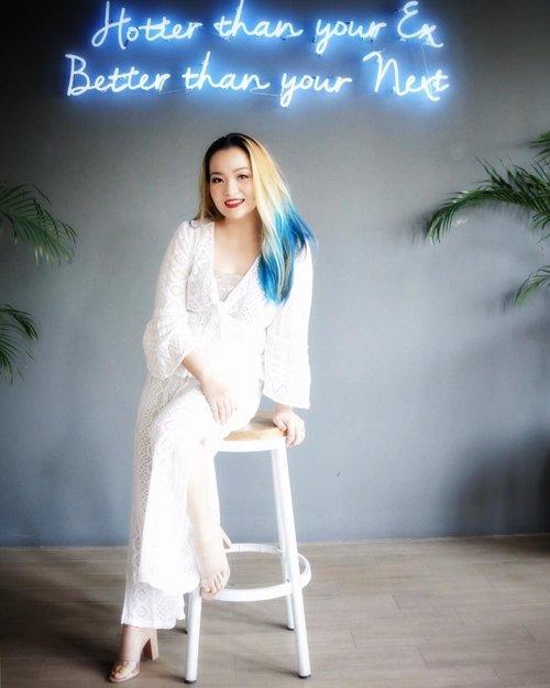 😊☺️ very sassy neon lamp ☺️😊 @petrichor.cafe 💞💕💞💕.#hangout #petrichorcafe #surabaya #wakeupandmakeup #makeuppost #ohsyo #beautygram #beautyinfluencer #beautylover #beautyjunkie #makeuplover #makeupcollector #white #chrocet #mystyle #mycomfystyle #idontplaniplay #clozette #clozetteid #skincareblogger #beautyblogger #beautyvlogger #bluehair #mermaidians