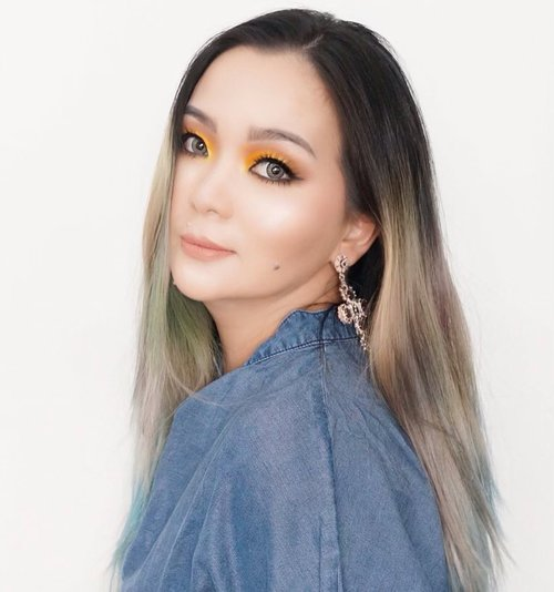 👋 卄乇ㄥㄥㄖ ㄚ乇ㄥㄥㄖ山 💛 • • • Got time to play with my eyeshadow and pigment today. Cover my chubby cheek with hair 😆 • • • #makeup #makeuppost #makeuptalk #makeupartist #makeuplook #makeupart #beautygram #luxurybeauty #beautylover #beautyaddict #beautygram #beautylover #beautygram #colourmecolourful #yellow #makeuplife #jeans #casualstyle #idontplaniplay #makeupshoot #clozette #clozetteid