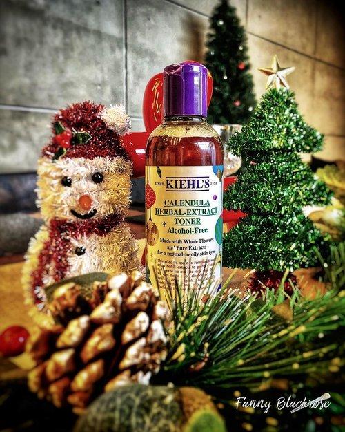 My early #Christmas ☃️🎄❄️ 🎄  With @kiehlsid  Been loving this #Calendula #Toner  Feeling so #festive ✨✨✨ • • • #clozette #clozetteid #clozetteambassador #beautyblogger #bblog #beautyblog #skincare #skincareblogger #skincareblog #skincaretalk #makeup #makeuptalk #skincarelover #skincareblog #makeuplover #skincareaddict #skincarestory #skincareproducts #skincareobsessed #skincareessentials #skincareaddiction #skincareregime #dailyskincare