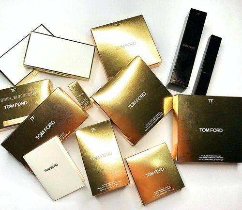 💃💃💃 you could expect this when I am around at #TomFord counter 💃💃💃 Long postpone #summercollection from #TomFordBeauty  #TomfordMakeup  #summervibes  #luxurybeauty  #white  #gold #mahogany  #wakeupandmakeup  #ilovemakeup  #clozette  #clozetteid  #lipsandboys  #lipbalm #makeup #makeuppost #makeuptalk #bblog  #bblogger  #makeupdolls  #makeuplover  #makeupjunkie