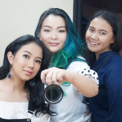 #Throwback #tbt from @update.cantik #updatecantik with my #beautiful #model and #producer  Thank you for having me 💖 love to share #whatiknow enhancing #woman beautiful features 😉✨ #empoweringwoman #makeupartist #makeupartistworldwide #makeupartistsingapore #makeupartistindonesia #mua #manicpanicnyc #onstage #guestspeaker #beautyblogger #beautylover #beautyblog #makeup #makeupjunkie #makeuplover #clozette #clozetteid #wakeupandmakeup