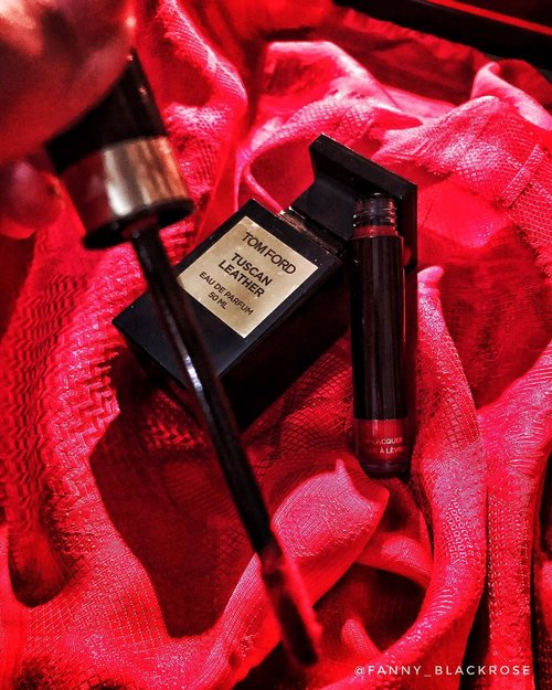 #Saturdate with Mr.Ford ♥️😜 Don't have much time to glam up? There's always #redlipstick 💄  And #tomfordparfum #tomfordprivateblend  #TuscanLeather • • • Have a fab #weekend #weekenders 😘♥️ • • • #makeup #makeuptalk #lipstick #tomfordbeauty #tomfordmakeup #rougemetal 03 #tomfordlipstick #metal #metaliclipstick #makeuplooks #red #redseries #reds #makeupflatlay #makeup #wakeupandmakeup #clozette #clozetteid #blood #bloodseries #saturday #tomfordklcc #tomfordmy #tomfordsg