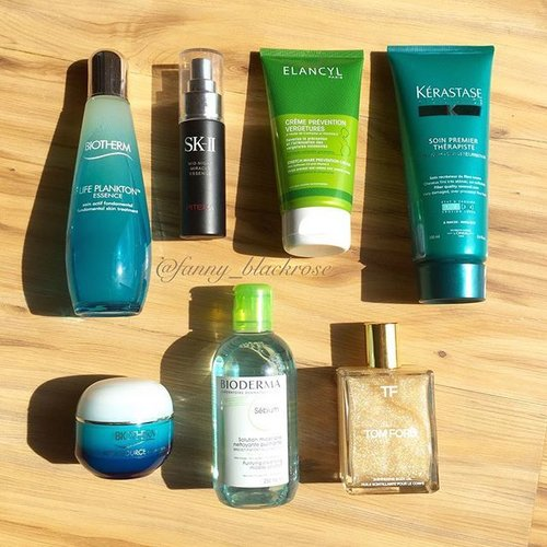 Seldom got a chance to take pic under #sunlight #naturallight 🌞 here's #skincare and #haircare I pack for one week escape. #biotherm #Biorderma #SKII #TomFordBeauty #TF #TFbeauty #Kerastase #KerastaseId  #Clozette #clozetteID #ClozetteAmbassador #elancyl #aquasource