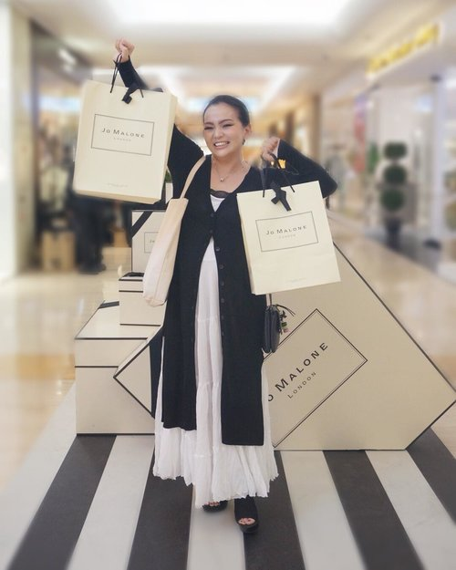 When I found what I am looking for now available 😉💕💞💕 #HelloJML #JoMaloneLonDonID  #JoMaloneID  #JoMaloneIndonesia #JoMaloneJakarta  @jomalonelondon • • thank you for 📷 @mrsrance • #happy  #happyshopping  #plazaindonesia  #jakarta  #beautyblogger #beautyvlogger #beautynews #makeupnews #lifestyle #beautyinfluencer #blackandwhite #biasabali #zara #clozette #clozetteid #happytime