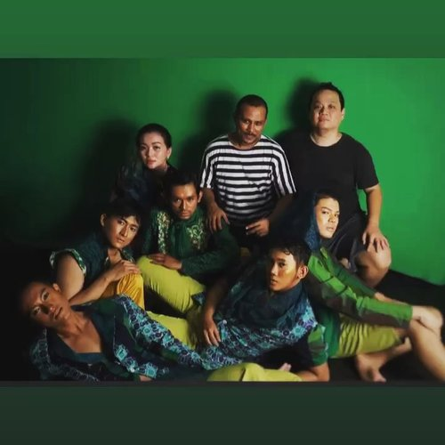 💚Team for Mystical Of Jade Photoshoot 💚 MYSTICAL OF JADE The Male Series By. @embrannawawi  Asian mystical in modern ethnic styling special for modern urban gentlemen!  Thanks to: @yanuarfir from @next_model_management @vey_ardian from @ardimanagement_model @_wnliem_ from @ubayamodeling_school @ilung.s & @reno_fition With special FACE ART @fannyblackrosemakeup by @fanny_blackrose ... & captured with eye of @frans.co 💚 I use @yslbeauty from #yslindonesia for the boys 💚 I use #Tomford #lipsandboys #henry for myself. My #makeupdetails on my previous post. 💚 • • • • • • • • • • • • • • • • #makeup #makeuptalk #photoshoot #mystic #model #mustical #jade #modernethnic #fashionconceptor #indonesiadesigner #photography #photooftheday #makeuppost #makeuotalk #mystyle #mylookbook #lookbook #lookbooklookbook #lookbookindonesia #beautifulindonesia #clozette #clozetteid #tomfordbeauty