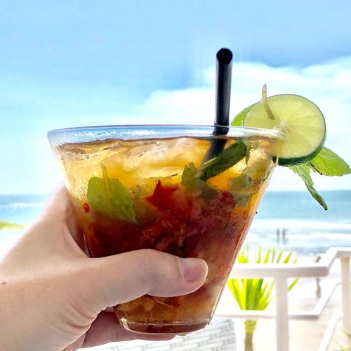 "This #SummerBreeze #Mojito tastes like ""I am not going to work tomorrow"" 🌴 🥂🌴 #beachlife #wakeupandmakeup #mojitos #mojitobar #summer #tropical #beach #beachlife #beachwedding #beachwaves #beachday #preweddingphoto #preweddingphotography #makeupartist #makeupartistlife #livingmybestlife #livingmydream #thankful #grateful #happy #clozette #clozetteid"