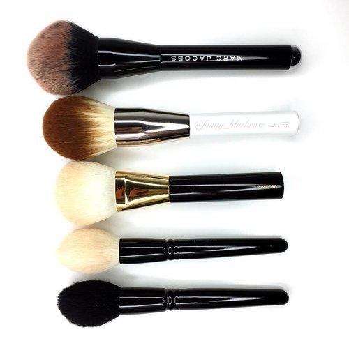 "Welcoming @lamer #brush #powderbrush #makeupbrush to my #bigboy #bigboys #collection ♠️❤️♠️❤️♠️❤️♠️ It's one of a kind that ""made my day"" moment 😁✨ #makeupjunkie #makeupmafia #luxurybeauty #luxurymakeup #lamerindonesia #lamerid #powder #gossmakeupartist #tomford #mj #marcjacob #clozette #clozetteID"
