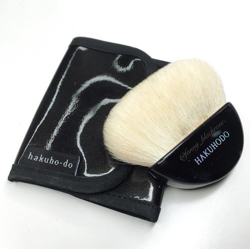 #Hakuhodo #GoatHair #Goat  Love my @hakuhodousa #MakeupBrush #Makeupbrushes ... Little pouch from the same brand really handy to keep and travel with. ❤️✨ #MakeupPost #MakeupChat #MakeupTalk #IloveMakeup #clozette #ClozetteId