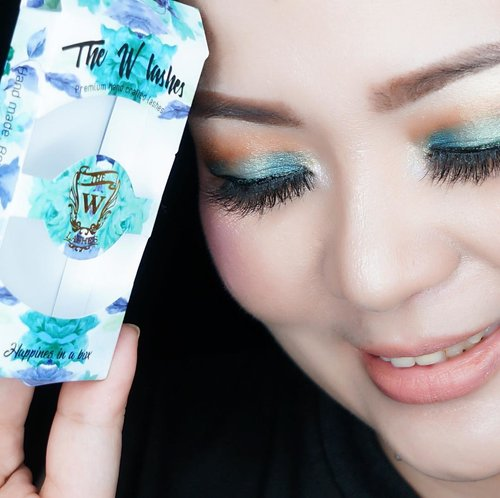 Happiness in a box 💙✨ Using @thewlashesofficial #LuCiel 💙✨ #fluffy #fluttery so #comfortable 💙✨ #minklashes #madeinindonesia #flutterylashes #beautygram #indobeautygram #beautyblogger #beautyvlogger #bblog #beautyblog #clozette #clozetteid #makeup #makeuptalk #makeuppost #thewlashesofficial #thewlashes #makeupaddict #makeuplover #luxurybeauty