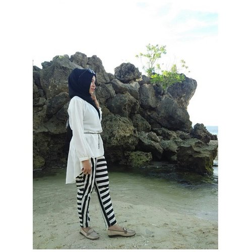 Holiday 💃🌊📷#clozetteid #hijabsimpel #hijabstyle #hotd #holiday #ootd #ootd_palu