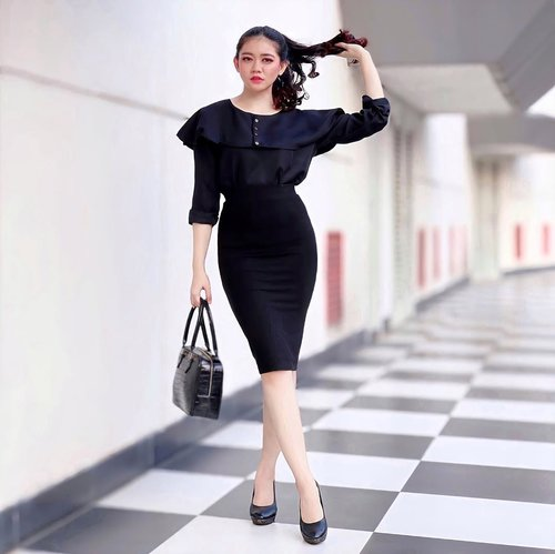 Wearing an all black outfit from head to toe just because why not? ✨ Simplicity is the key note of all true elegance 🖤 _______ 👜 : @fairtelleofficial @wearblack.id .....#ootd #ootdindo #outfitoftheday #monochrome #inspiration #womenfashion #fashionistas #elegant #instastyle #beautyenthusiast #clozetteid #photooftheday #beauty #makeup #fashiongram #beautycontentcreator #fashionvibes #fashionpeople #beautyinfluencer #asianblogger #stylediaries #얼짱 #일상 #데일리룩 #셀스타그램 #셀카 #인스타패션 #패션스타그램 #오오티디 #패션