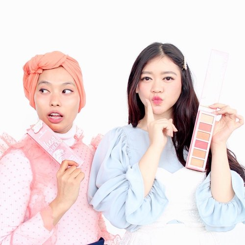 🌸 Playing around with this Essence Cosmetics - Hey Cheek Palette ft @rimasuwarjono 🌸  Jadi sebenernya foto ini diambil setelah ga sengaja find out kalo kita ber-2 sama sama pakai dan bawa palette ini untuk touch up 😂 Face Palette dari Essence ini baru banget masuk ke Indonesia dan jujur semua warnanya berguna banget!  Here's the mini review : - Aku suka 3 pilihan warna Blush nya yang fresh (Pink, Mauve, Orange) plus warnanya sendiri lumayan pigmented, jadi aku sering pakai sebagai eyeshadow and I'm in love with the result! - Surprisingly Highlighter di Hey Cheeks ini okay dan cukup blinding lho - dan Bronzer / Contour nya warnanya cantik dan pas di skin tone aku, ngga terlalu orange atau kemerahan. Another plus, semuanya gampang untuk di blend  Overall aku suka banget sama palette ini, bener-bener multifungsi apalagi kemasannya yang travel friendly, pas buat yang suka dandan di perjalanan kayak aku 💁🏻♀️ Dan lebih happy lagi karena gampang ditemuin di @watsonsindo plus harganya affordable, cuma 118.000 udah dapet Blush, Highlighter, dan Bronzer di satu palette 💕 Can't wait to try another @mybeautypedia produtcs! . . . . . #beautyreview #beautytips #beautyjunkie @indobeautysquad #essencecosmetics #heycheekspalette #ulzzang #beautyenthusiast #bunnyneedmakeup #beautyinfluencer #beautycommunity #clozetteid #makeup #skincare #beauty #photooftheday #beautybloggerindonesia #beautyguru #ragamkecantikan #skincarejunkie #indonesiabeautyblogger #asianblogger #얼짱 #일상 #데일리룩 #셀스타그램 #셀카